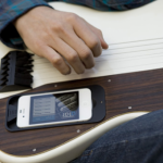 gTar uses an iPhone to teach you the guitar