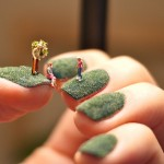 Tiny People Art on Green Fingernails!